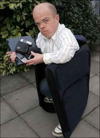 Карлики в чемоданах грабят пассажиров